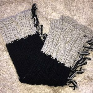 Treasure and bond knitted scarf nwot